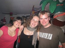 Two pretty girls and a goober (Kempten, Germany) resize
