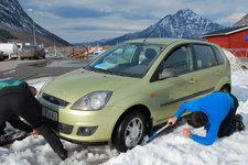 Digging out the car 1 (Norway) resize