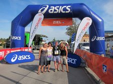Cris with his lovely support crew at the finish line (Voralpenmarathon, Kempten, Germany) resize
