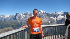 Cris with view towards the Eiger (Inferno Half Marathon 2012) resize