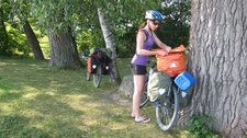 Leonie checks her bag next to the Bodensee (Cycle touring Bodensee) resize