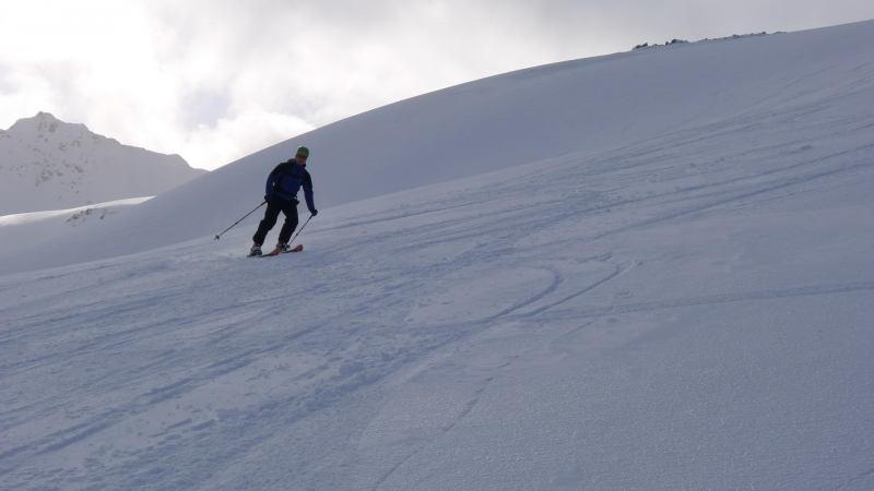Cris skiing down (Rørnestinden, Norway)