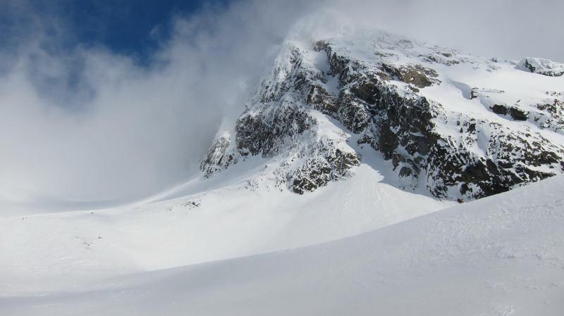 Snowy peaks (Langdalstindane, Norway)