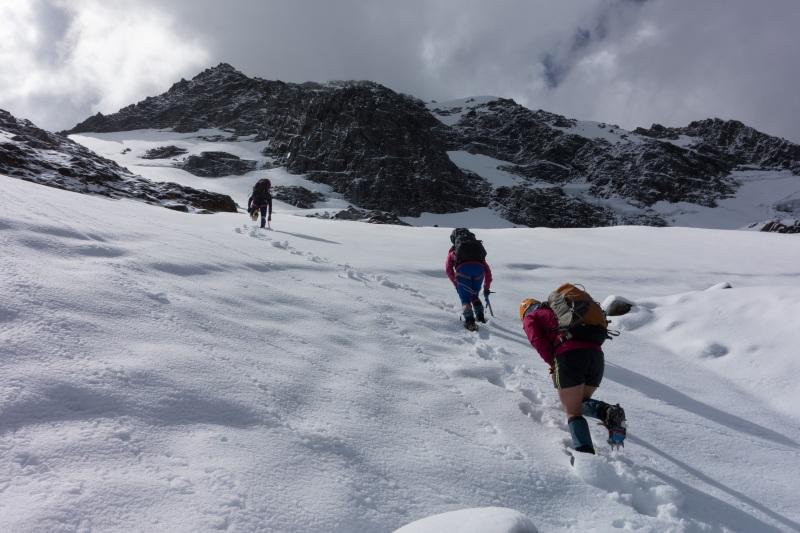 Ascending Chloe Col (Hopkins Valley Tramp Jan 2015)