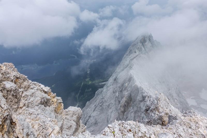 Cloud and ridge (Zugspitze July 2018)
