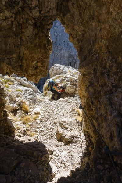 Leonie through the tunnel (Brenta Dolomites 2016)