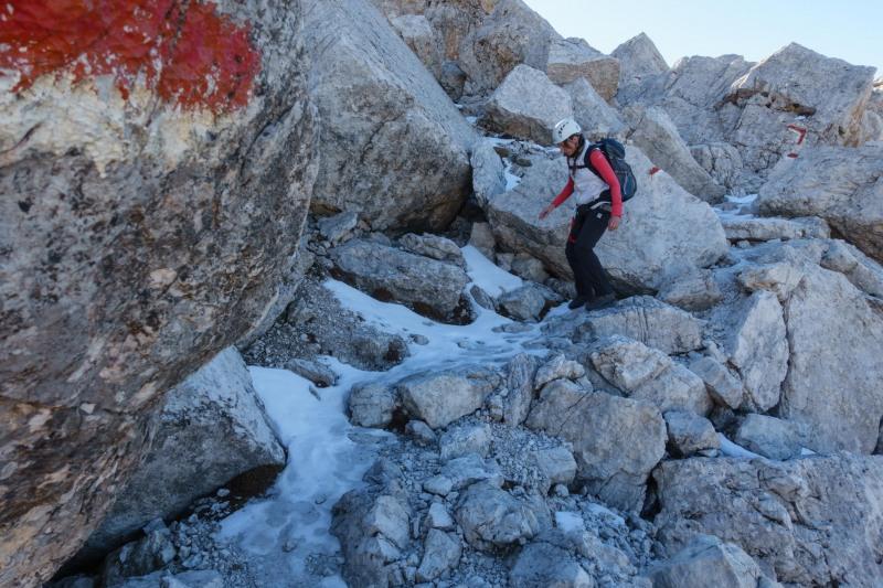 Leonie walking down (Brenta Dolomites 2016)