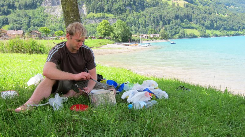 Cris cooking by the lake (Lungern, Switzerland)
