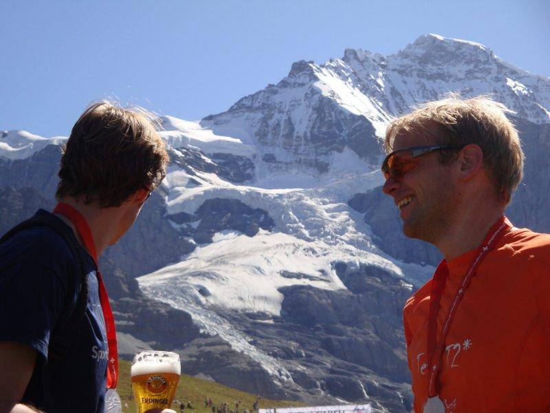 Julian and Cris at the finish 2 (Jungfrau Marathon 2011)