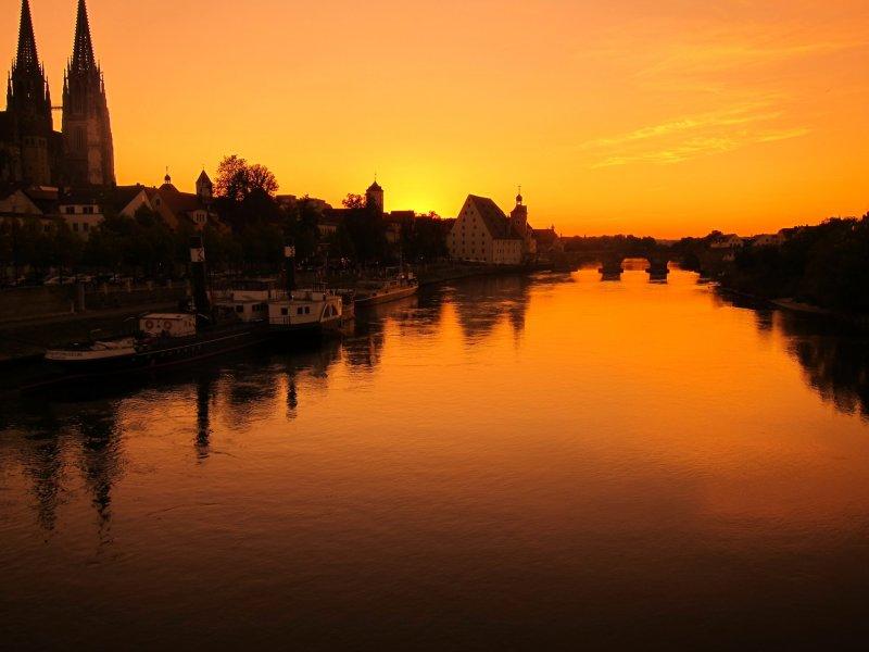 Regensburg cathedral and danube river (Regensburg, Germany)