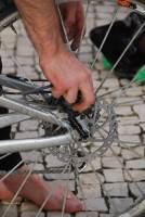 Chris fixing disc brakes (Portugal ARWC 2009)