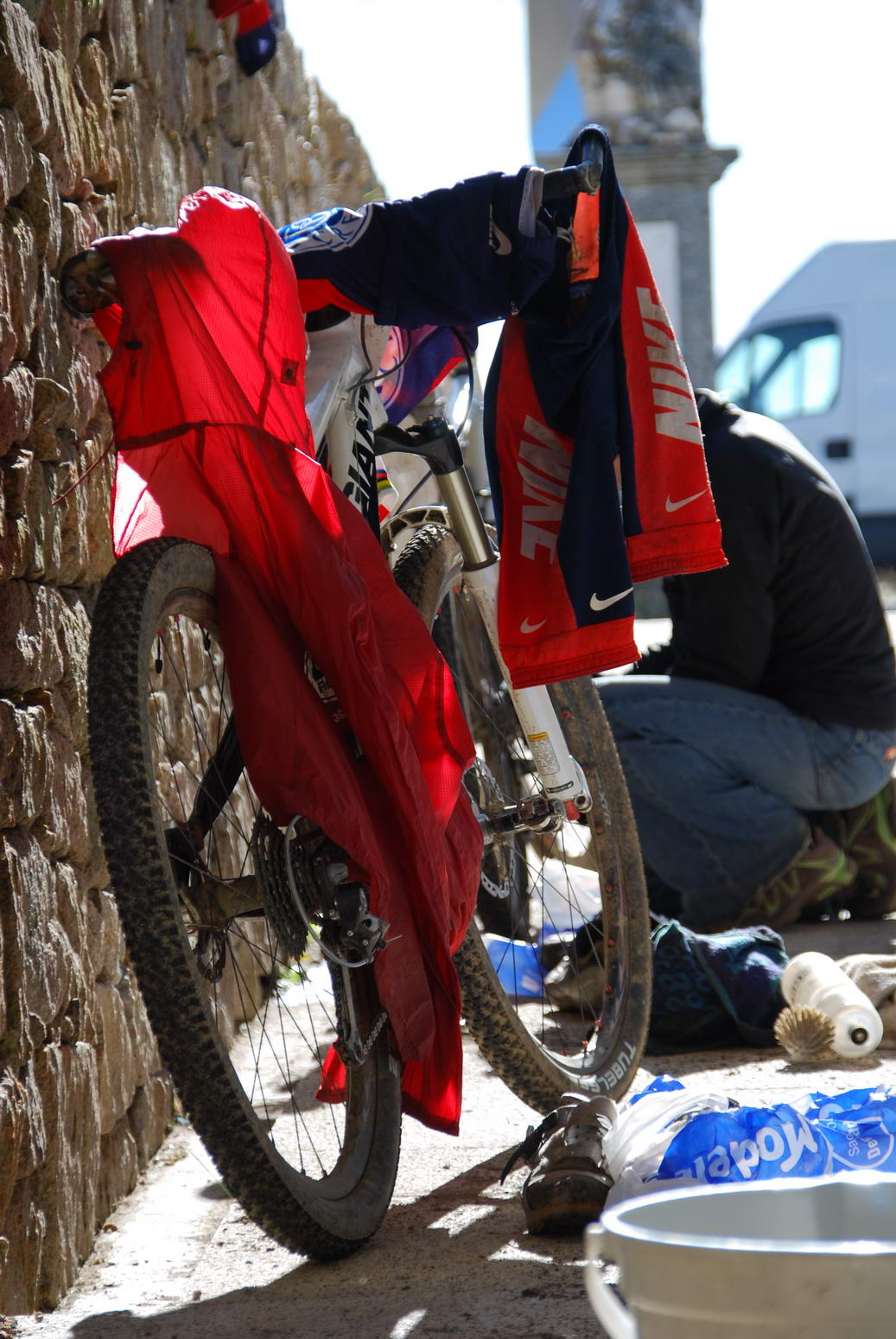 Cleaning bikes 2 (Portugal ARWC 2009)