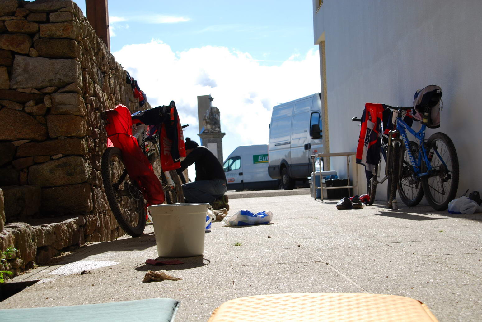 Cleaning bikes (Portugal ARWC 2009)