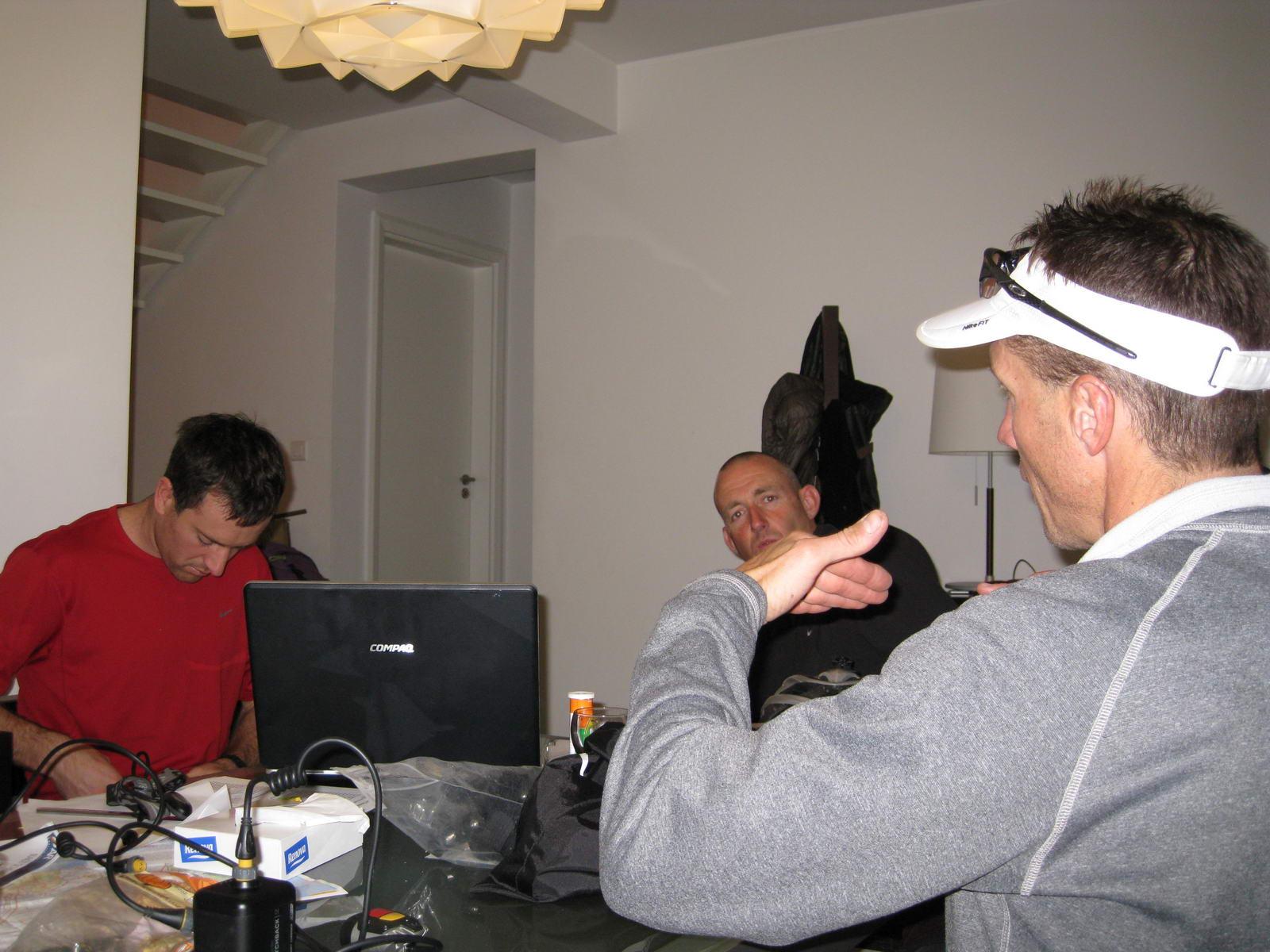 Discussing tactics (Portugal ARWC 2009)