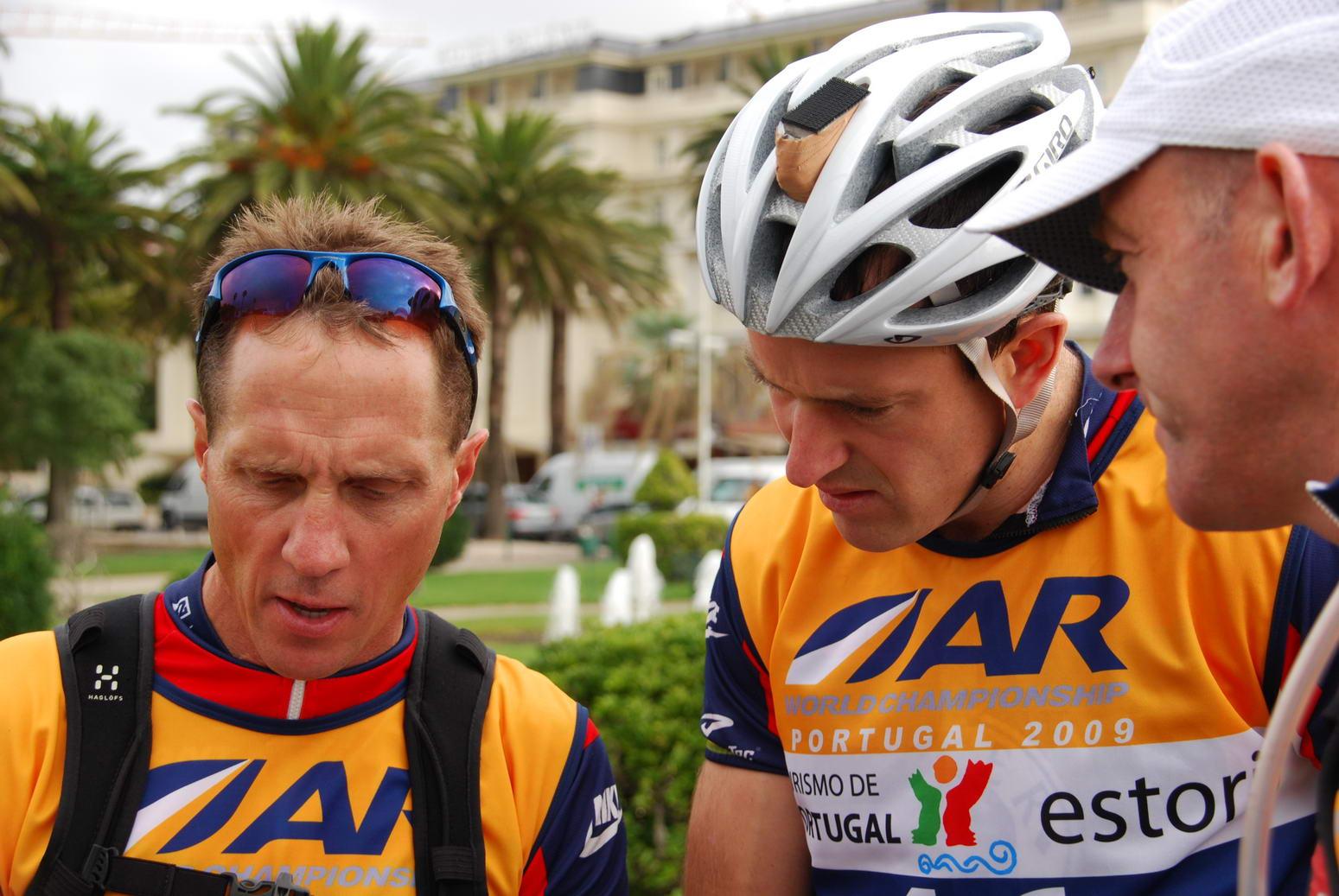Mike explains something (Portugal ARWC 2009)