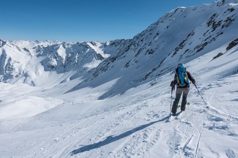 Leonie descending (Arlberger Winterklettersteig March 2017)