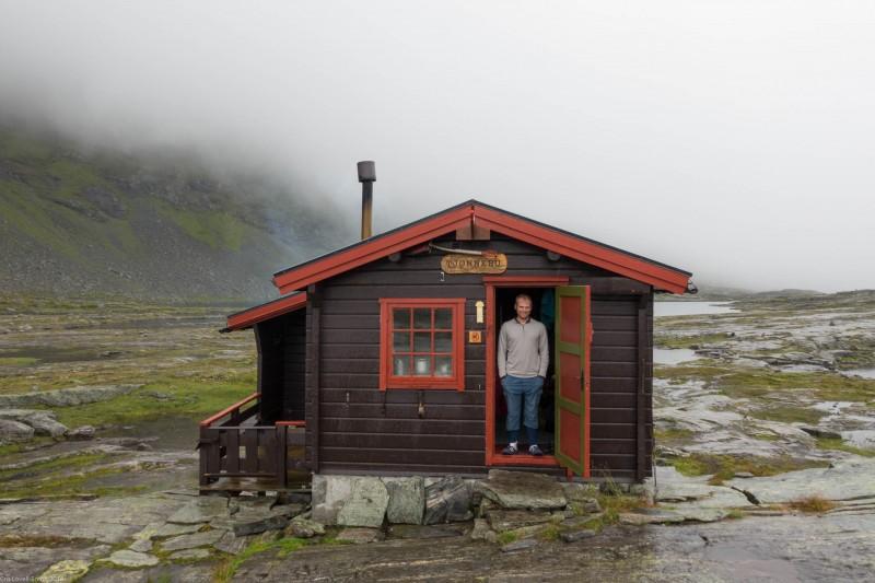 Cris and Tjønnebu (Cycle Touring Norway 2016)