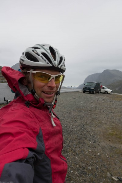 Cris at the pass (Cycle Touring Norway 2016)
