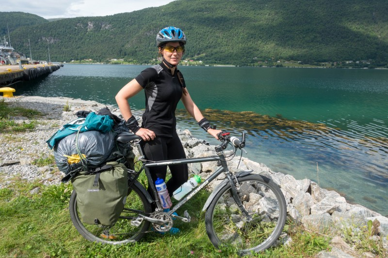 Leonie and her bike at the sea (Cycle Touring Norway 2016)