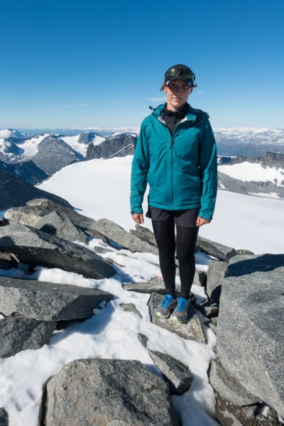 Leonie and snow (Cycle Touring Norway 2016)_2