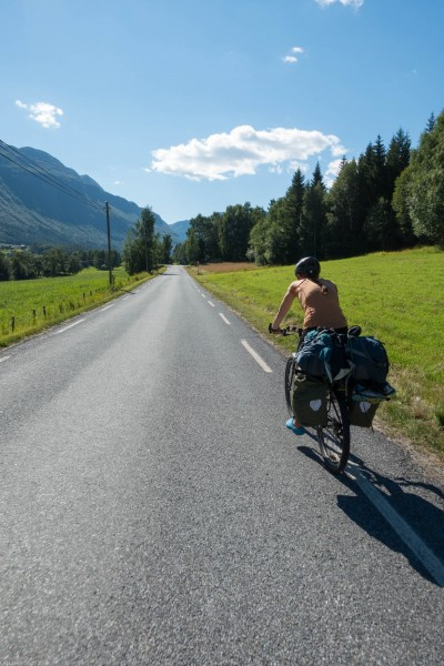 Leonie cycling (Cycle Touring Norway 2016)