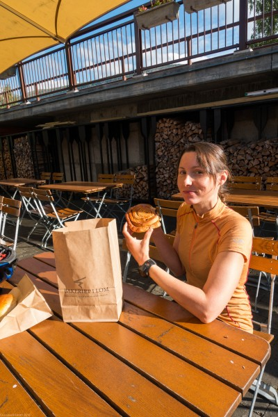Leonie presents her baked goods (Cycle Touring Norway 2016)