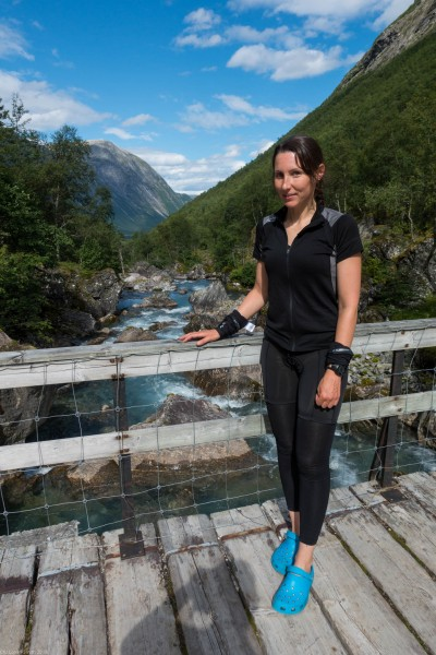 Leonie styling her crocs (Cycle Touring Norway 2016)