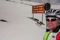 Cris at Gardena pass (Cycling Dolomites)