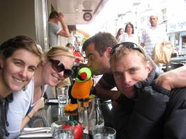 Zoe, Kristyn, Pascal, and Cris eating burgers (Brighton)