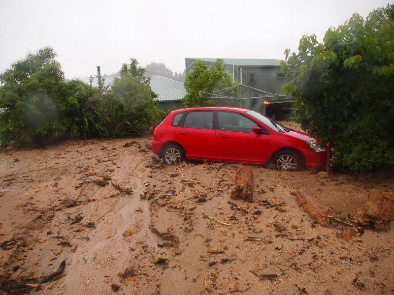 Car in mud (Ligar Bay)