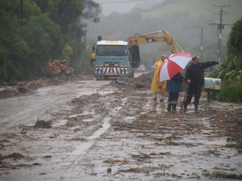 Clearing the road (Ligar Bay)