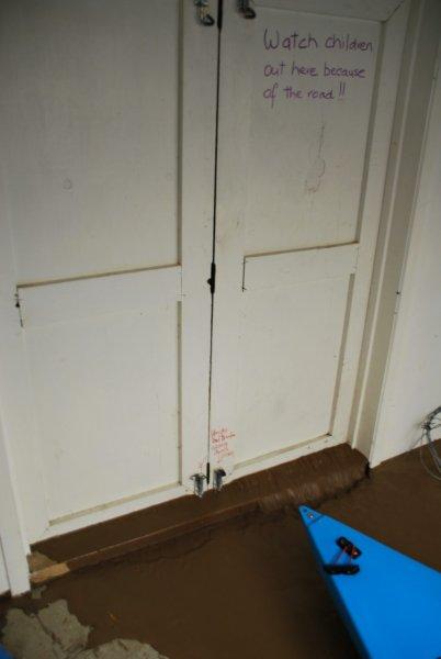 Do not open that door (Ligar Bay)