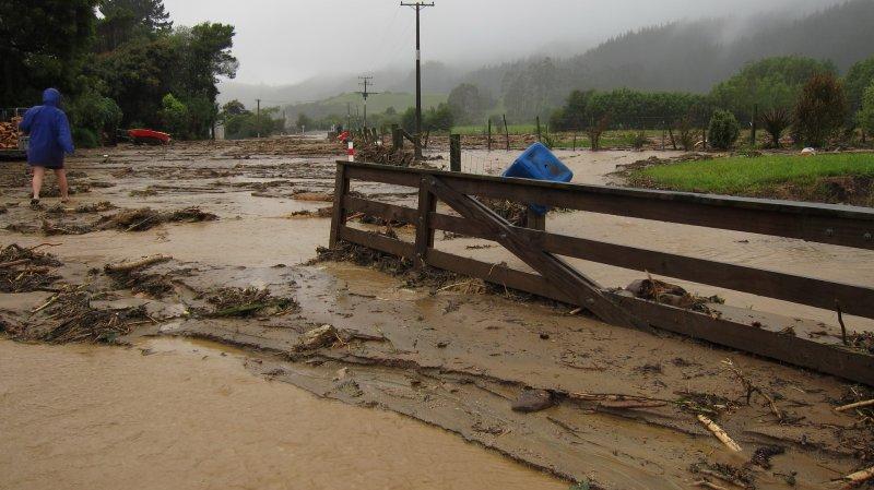 Gate and mud (Ligar Bay)