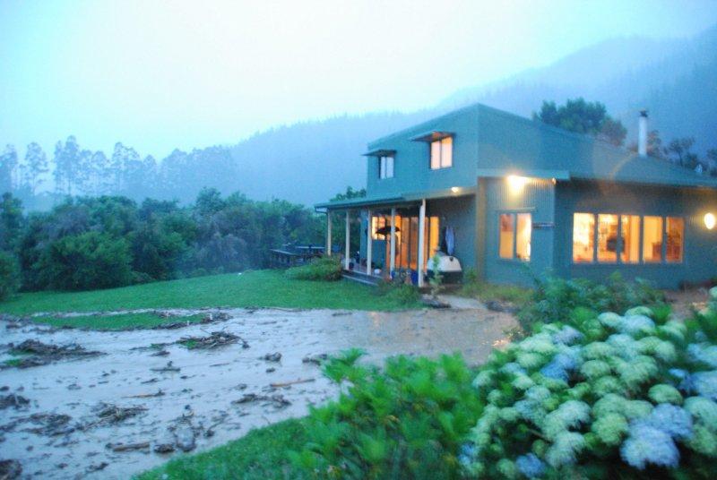 House and mud (Ligar Bay)