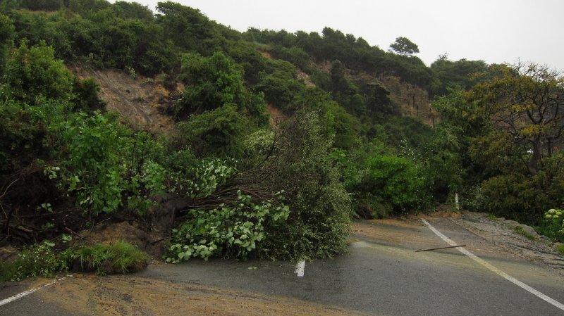 Road blocked in Ligar Bay (Ligar Bay)