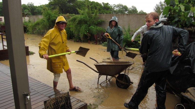 Shoveling mud (Ligar Bay)