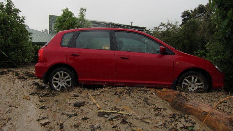 The little red car (Ligar Bay)
