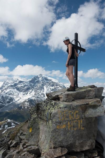 Leonie at the summit (Düsseldorfer Hütte Tramp)