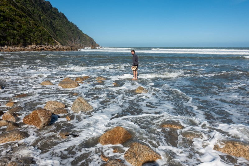 Craig avoids getting wet (Kahurangi Point Jan 2021)
