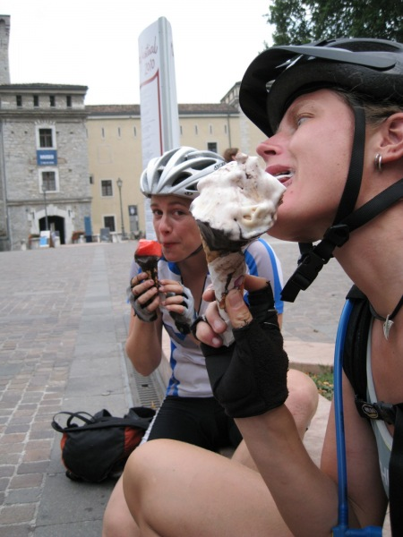 Frauke tackles the cream (Lago di Garda)