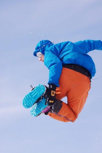 Aly jumping (Rørnestinden, Norway)