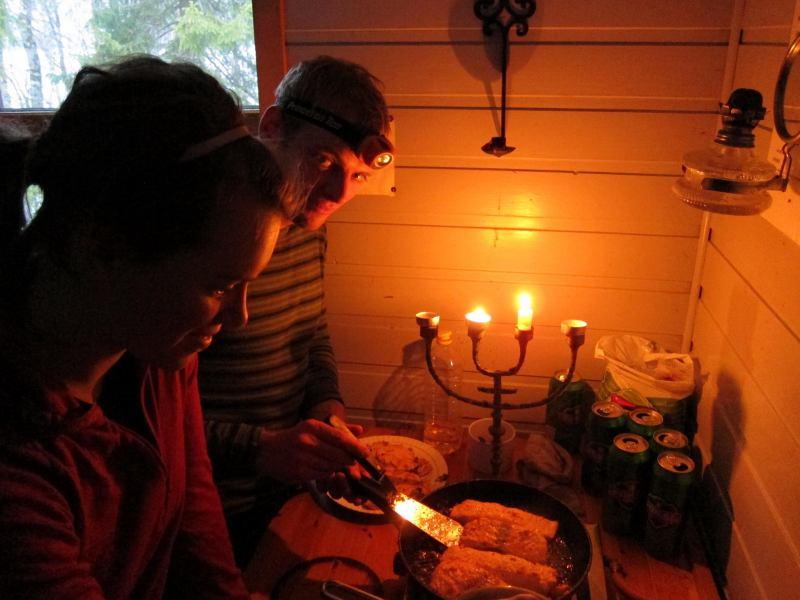 Cris and Emily cooking (Jaegervasshytta, Norway)