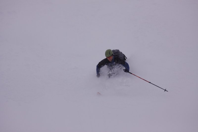 Cris is deep snow (Tomakdalen, Norway)