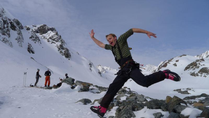 Cris runs towards the summit (Tafeltinden, Norway)