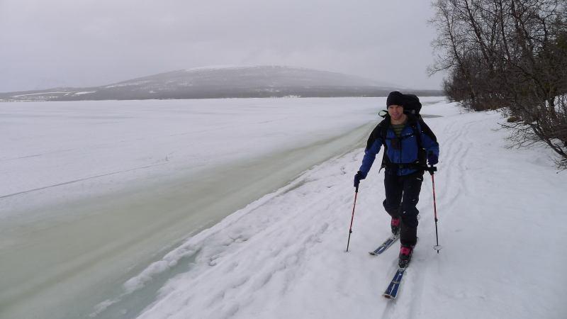 Cris skinning beside lake (Jaegervatnet, Norway)