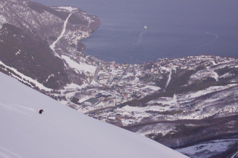 Tim descending (Rørnestinden, Norway)