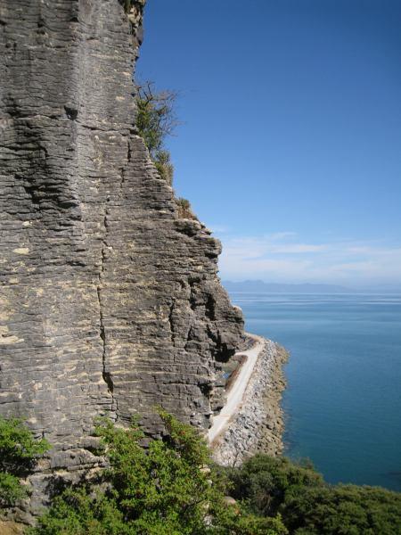 Climbing at the sea cliffs (Ligar Bay)