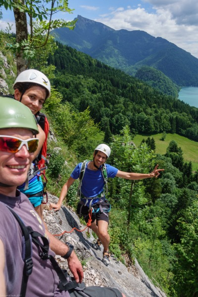 Cris, Sam and Sebas on a multi-pitch route (Salzkammergut Adventures)
