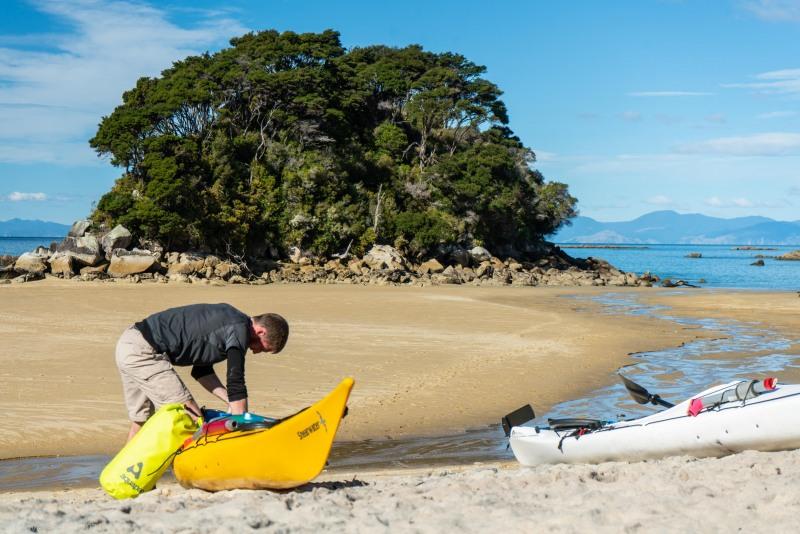 Craig unloading a kayak (Seakayaking Abel Tasman April 2021)