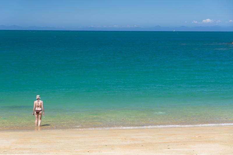 Leonie goes paddling (Seakayaking Abel Tasman Dec 2014)